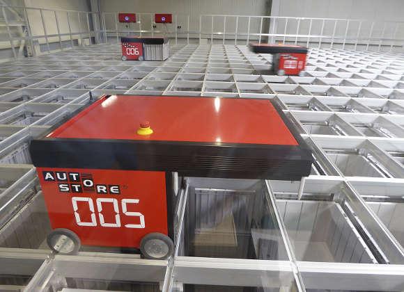 6 Roboter organisieren 14.000 Behälter