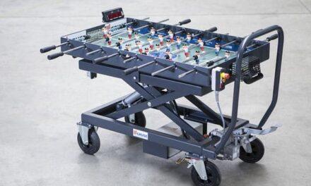 Tischkicker: Industrie-Hubtisch mit Spaßfaktor